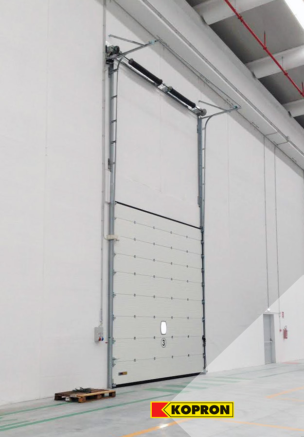 Sectional-doors-semi-vertical-by-Kopron-for-the-logistics